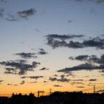 青とオレンジのグラデーション!朝っぱらからベランダで空を撮る