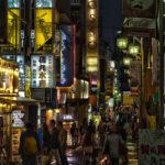 これぞ夜の街!歌舞伎町の喧噪をHDR合成で仕上げてみる