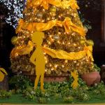 このハチミツ野郎!丸の内でプーさんのクリスマスツリーを発見
