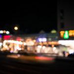 玉ボケで遊ぶ!マニュアルフォーカスで夜の街並みをスナップ撮影