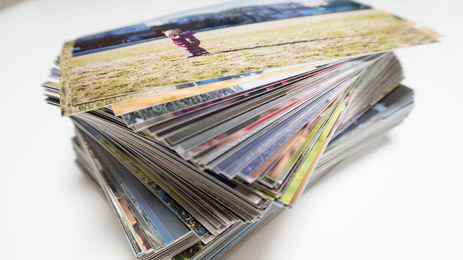 大量に印刷した家族写真