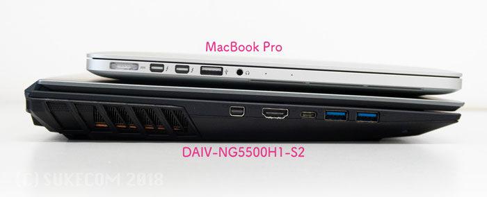 MacBook Proとの分厚さ比較