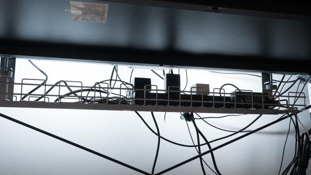 ケーブル配線トレー